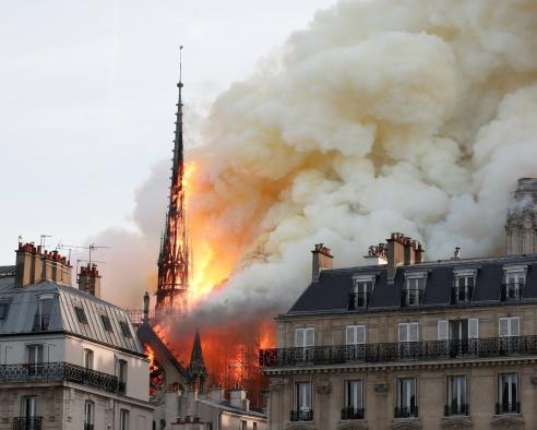 2.Il rogo di Notre-Dame.jpg