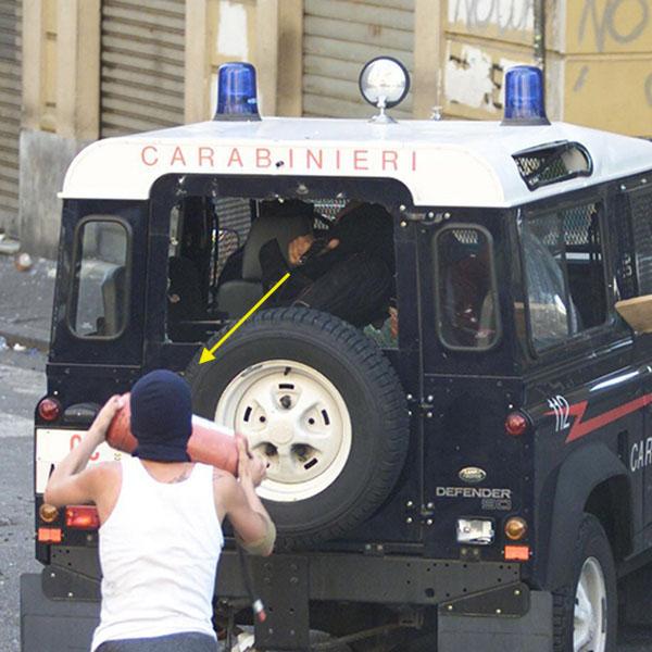 foto 3 Carlo Giuliani con traiettoria pistola 600x600