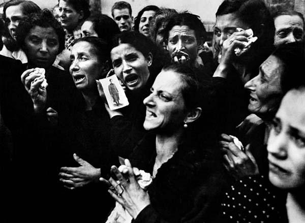 2. Napoli, Campania, Italia. 2 ottobre 1943. Immagine presa da Robert Capa.jpg