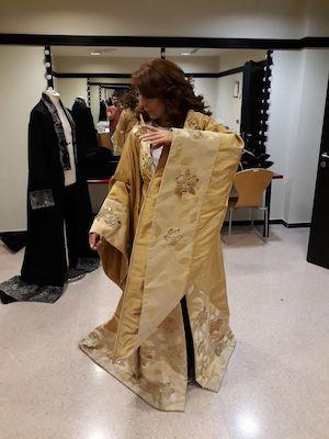 FOTO1.Provando i movimenti del costume di Turandot al Teatro Pérez Galdós di Las Palmas