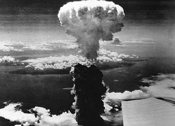 """Il-""""fungo""""-atomico-sopra-Nagasaki"""