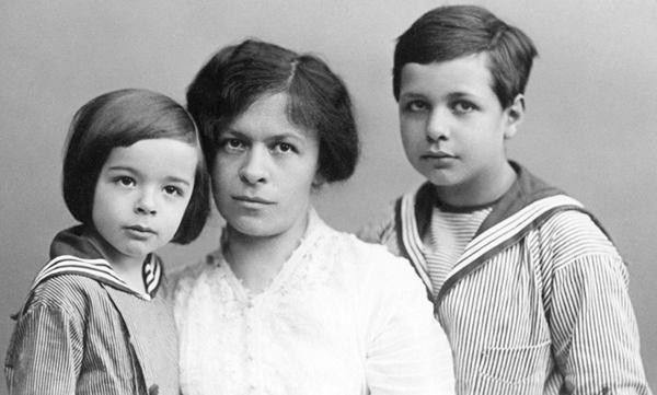 Mileva e i suoi figli.Eduard e Hans Albert Einstein