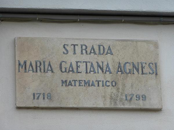 5. Padova. Foto di Nadia Cario. Notare l'errore di concordanza linguistica.Arte Scienza_ Agnesi_PD