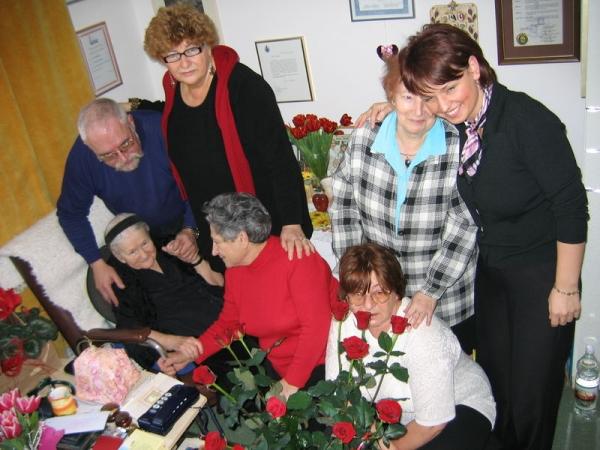 3. irena_sendlerowa_e i bambini salvati 2005