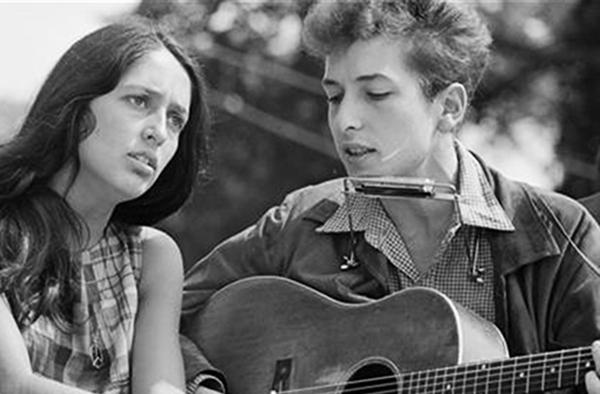 FOTO 3. Joan Baez e Bob Dylan