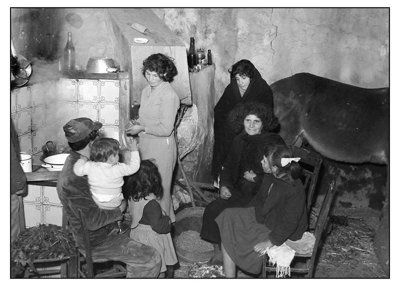 8-Interno-di-casa-contadina-nel-dopoguerra