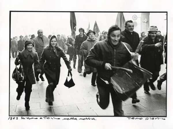 8. Sciopero a Torino nella nebbia