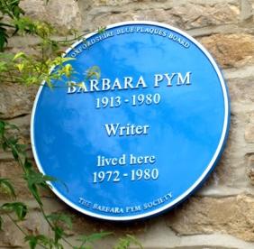 FOTO 2. Barbara Pym placca sulla casa