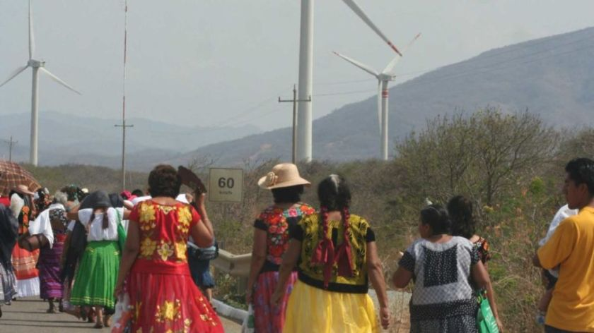Figure 5 Donne zapoteche difendendo il territorio dal progetto trasnazionale eolico di Oxaca, 2019. Credit_Somoselmedio