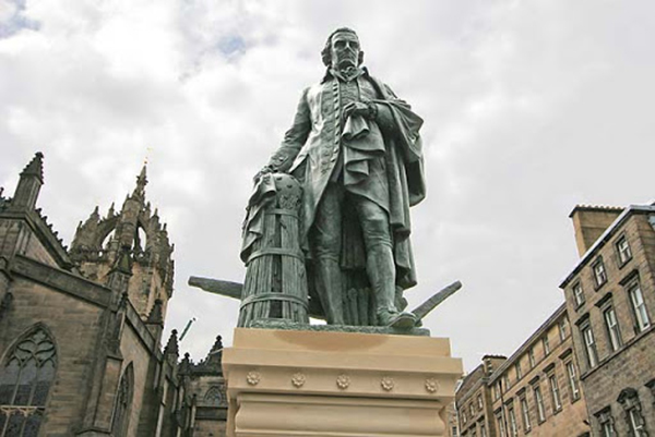 Edimburgo. Statua di Adam Smith