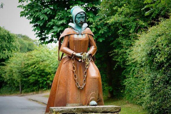 Foto10 Statua di Alice Nutter