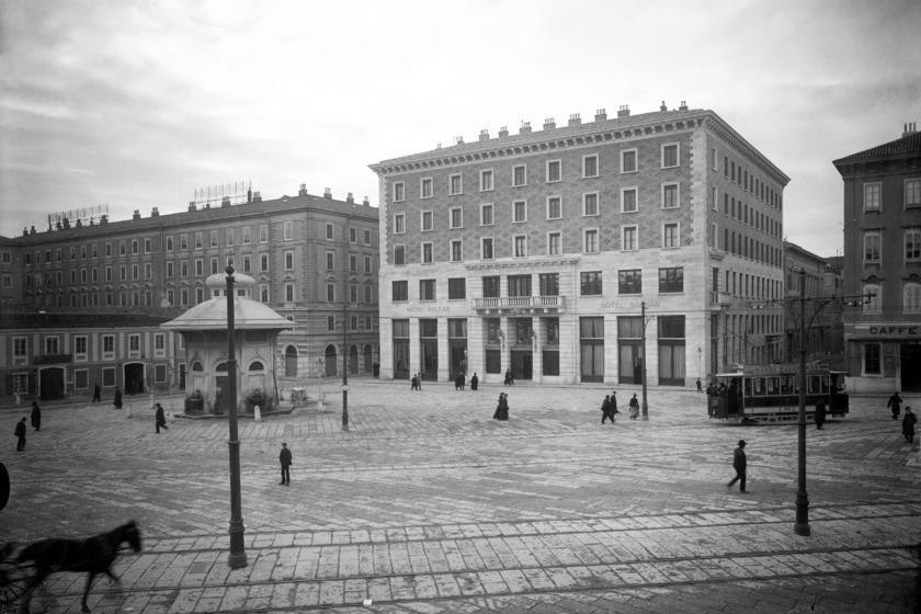 Piazza della Caserma. Narodni