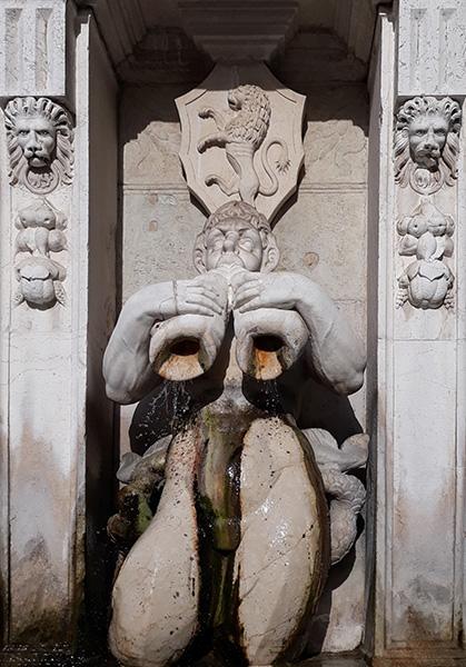 2. Tritone. Particolare della fontana.Speziali