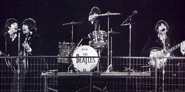 Foto1_I Beatles sul palco del Candlestick Park, San Francisco, 29 agosto 1966