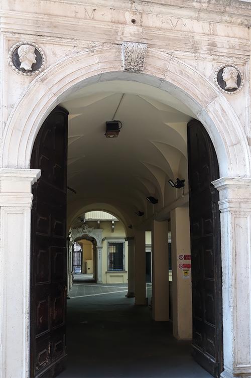 4. Ingresso a Palazzo Lechi